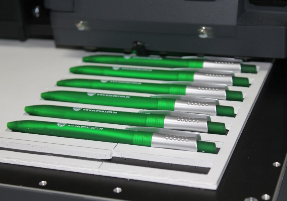 Быстрое нанесение информации на ручки (100 штук за один час.)