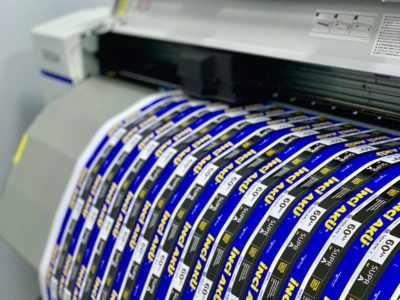 Изготовление наклеек на разную промышленную продукцию
